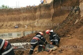 Muncitori salvati la Buzau, dupa ce au fost acoperiti de un mal de pamant