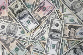 Bani albi pentru zile negre! Bancile din SUA fac economii