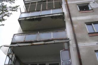 Un copil de 3 ani a supravietuit dupa ce a cazut de la etajul 3. Vezi faza