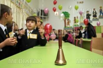 Elevii unei scoli din Alba invata in caminul cultural!