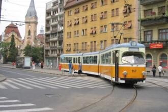 Timisoara: tanar spulberat de un tramvai in fata Prefecturii