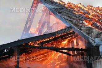 Era sa arda de vie, incercand sa-si salveze locuinta de foc!