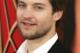 Tobey Maguire si Robert Downey Jr, doi preoti gay