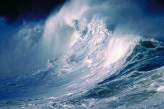 Marea Neagra dezlantuita! Valuri de 6 metri in larg si porturi inchise!