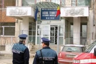 Buzau: politistii i-au cautat prin baruri pe elevii chiulangii