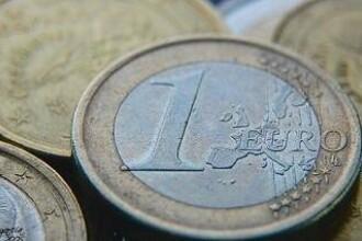 Cursul a coborat la 4,4350 lei/euro in prima ora a sedintei, la un nou minim al ultimelor cinci luni