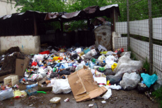 Strazi mai curate in cartierul de romi de la marginea Ploiestiului