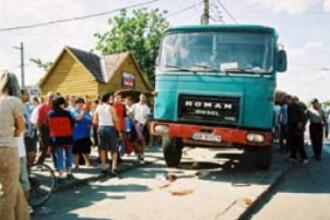 Botosani: roata unui camion s-a desprins in mers si a lovit o femeie
