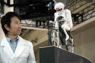 Robotul care te transforma in Superman! Numai in Japonia...