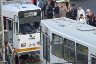 Un bucurestean a scos cutitul si a taiat doi tineri, in tramvai
