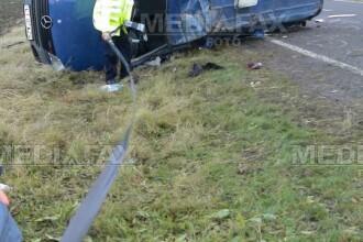 Trei oameni raniti dupa ce un microbuz s-a ciocnit de un autocar