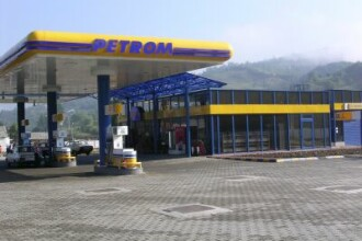 Petrom a redus luni pretul carburantilor, cu trei bani pe litru