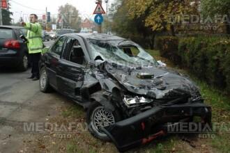 Accident intr-o intersectie din Pitesti, provocat de un sofer de microbuz