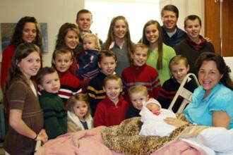 Au 18 copii, il asteapta pe al 19-lea si sunt inca in floarea varstei!