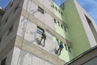 Alpinist utilitar mort la doar 22 de ani: s-a zdrobit de la etajul 6!