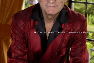 Lui Hugh Hefner ii plac doar angajatele tinere!