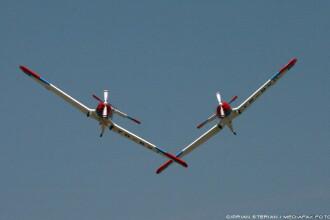 Show aviatic la Tirgu Mures. Acrobatiile i-au incantat pe spectatori