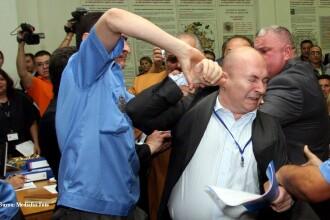 Doi lideri PRM s-au batut cu politistii comunitari in Primaria Capitalei!