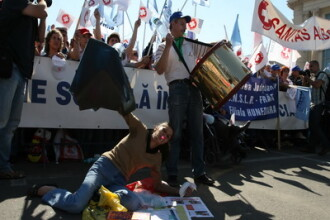 A doua runda de proteste! 1000 de bugetari au iesit in strada