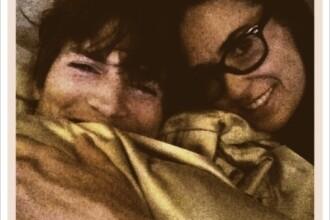 Demi Moore inchide gura lumii. S-a pozat cu Ashton in pat. FOTO