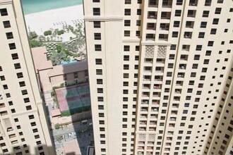 Curaj sau inconstienta? Uite cum se spala geamurile in Dubai