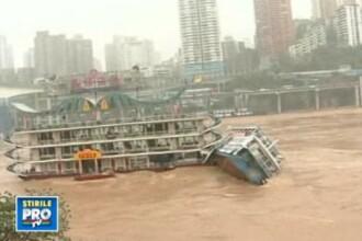 Momentul in care un vapor-restaurant se scufunda in doar cateva secunde. VIDEO