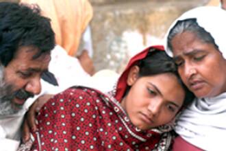 Amenintati cu moartea pentru ca n-au vrut sa-si ucida fiica, dupa ce fusese violata