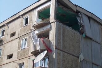 Explozie puternica intr-un bloc din Resita. Un barbat a fost grav ranit si toti locatarii evacuati
