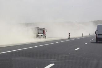 Un camion incarcat cu 21 de tuburi cu oxigen s-a rasturnat in apropierea platformei Oltchim