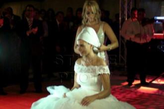 Nunta Elenei Basescu. Imbroboditul miresei si cum a fost furat buchetul in ultimul moment. VIDEO