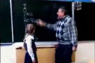 Reactia incredibila a unei eleve de 9 ani dupa ce proful de engleza o loveste in clasa. VIDEO