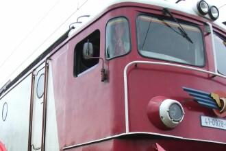O locomotiva care tracta sapte cisterne cu butan a luat foc in mers, in Timis. ISU a reusit sa stinga rapid flacarile