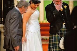 S-a ales praful de ziua lor perfecta. Invitatii au fost nevoiti sa ingenuncheze pentru a salva nunta