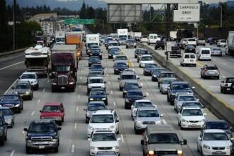 Reactia extrema a unui cuplu surprins facand sex intr-o masina aflata in trafic. Au fost arestati