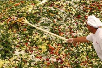 Romania a intrat in Cartea Recordurilor cu cea mai mare salata din lume
