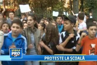 Protest la o scoala din Capitala. Elevii nu vor mutarea unor liceeni in unitatea lor scolara