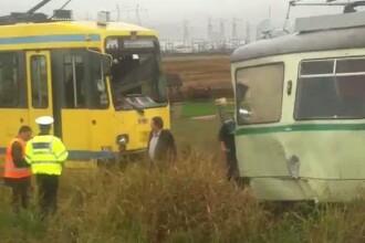 Accident rutier in care au fost implicate doua tramvaie si la Arad. Trei oameni au fost raniti