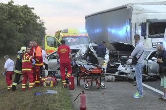 Cei 18 romani raniti in accidentul de vineri din Ungaria se simt mai bine. Soferul TIR-ului, arestat
