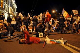 Protestatarii fata de proiectul Rosia Montana sustin ca jandarmii ar fi folosit gaze lacrimogene