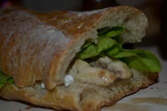 Banala folie alimentara pentru impachetat sandwichuri poate provoca probleme anumitor persoane. Cine sunt cei cu riscuri