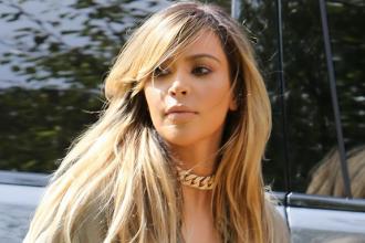 Kim Kardashian s-a facut blonda. Vedeta americana a aratat cat a slabit dupa nastere