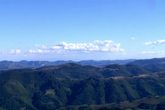 Muntele Baisorii, locul unde lipsa investitiilor transforma turistii in intrusi