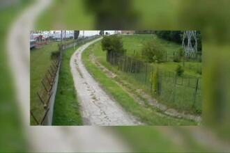 CAMERA DE SUPRAVEGHERE. Momentul impactului dintre tren si masina in care au murit 11 oameni la Iasi