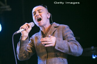 Fanii nu au recunoscut-o initial. Aparitia bizara a artistei Sinead O'Connor la un festival. FOTO
