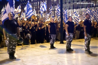 Opt tineri comunisti greci au fost luati la bataie de 50 de neonazisti inarmati cu bate