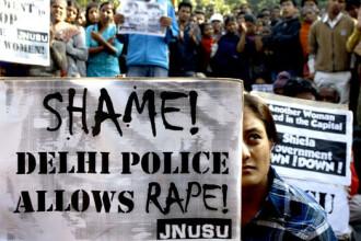 Cei patru acuzati de violarea in grup a unei studente la New Delhi, condamnati la moarte