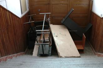 Circ la Colegiul Tehnic de Vest: angajatii Retim au vrut sa mute mobilierul,dascalii au blocat usile