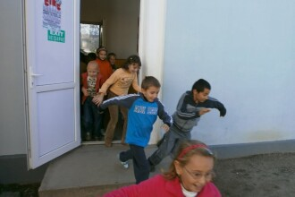 Elevii aradeni incep scoala fara lapte si corn, iar multe dintre cladiri raman neautorizate sanitar