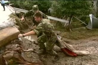 Sinistratii din Galati, ajutati de militari care au luptat in Afganistan. Cum arata zonele inundate
