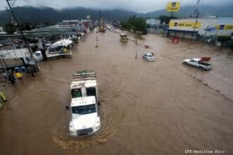 Cel putin 21 de morti si 8.000 de persoane evacuate. Furtuna tropicala Manuel face ravagii in Mexic